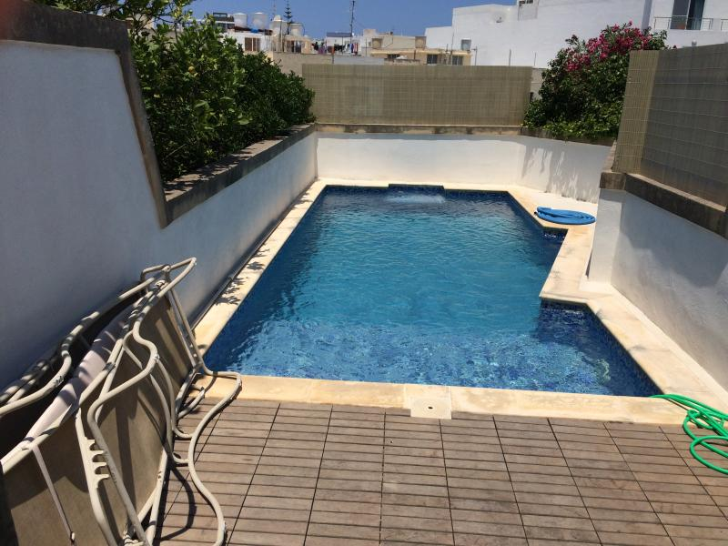 Lovely House with Pool 5 min walk from St.Julians, holiday rental in Siggiewi