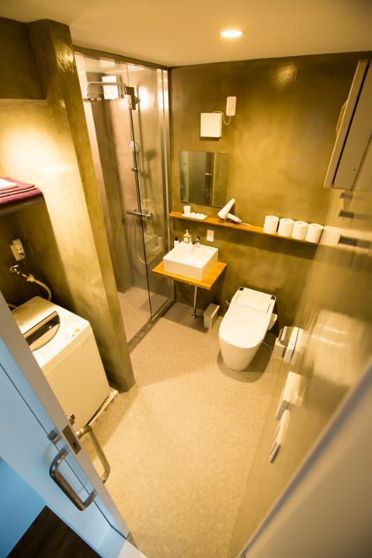 serviettes de shampoo/rinçage/bodysoap - sèche cheveux - WC - douche - « washlet » - ustensiles de nettoyage
