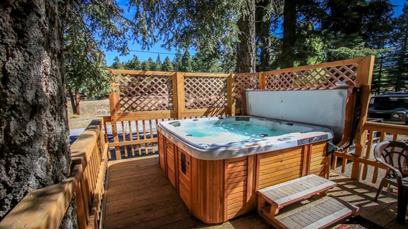Sparkling Jacuzzi for a relaxing time after a long day on the slopes