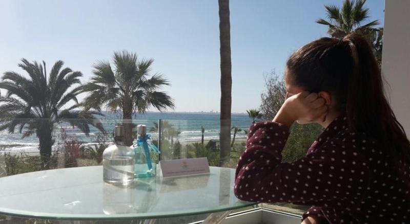 Sandy Beach Villas Sea Front Apartment 13, holiday rental in Larnaca