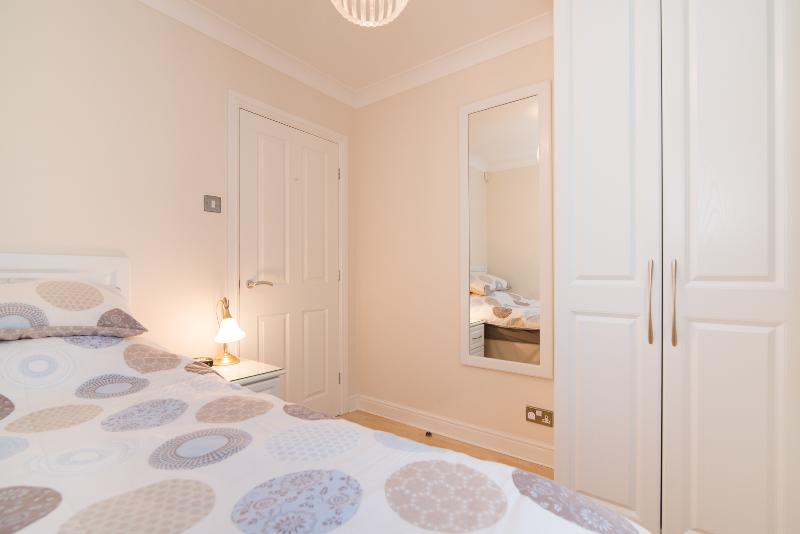 Fab quiet apartment in lively Didsbury village, holiday rental in Cheadle