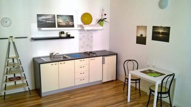 Cucina completa di elettrodomestici, biancheria e kit  start