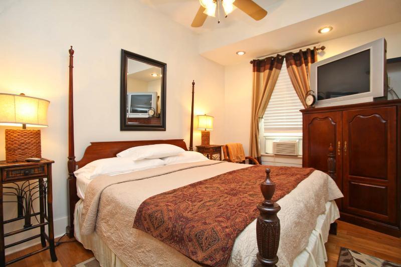 2nd Bedroom, King Bed