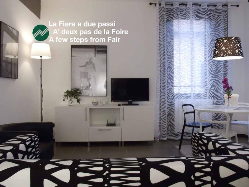 Rho-Fiera -CimarhosaHouse  Black & White, holiday rental in Novate Milanese