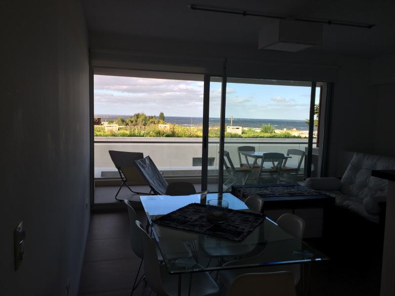 Living comedory balcon  con vista al mar
