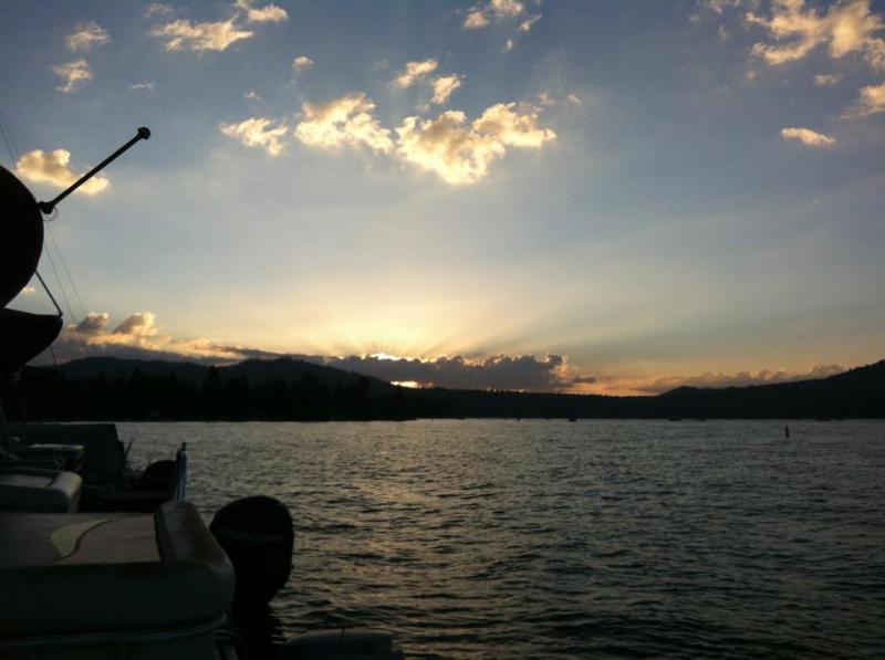 Coucher de soleil sur le lac Teh
