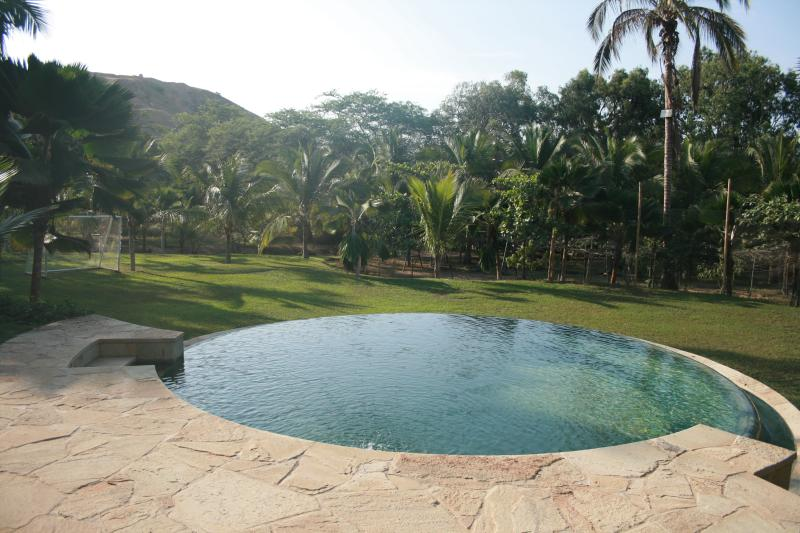 Pool and lawn, watch the football goal