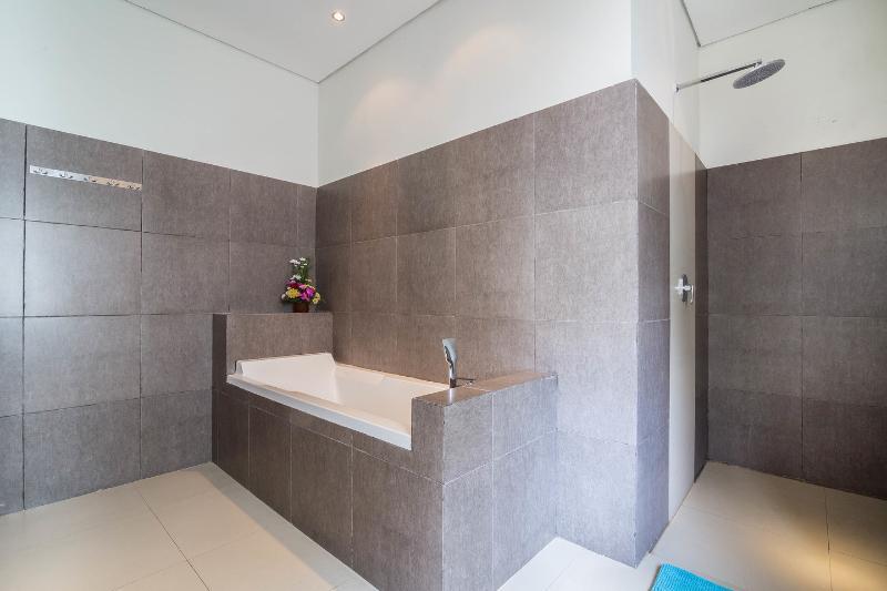 Bathroom (Bedroom)