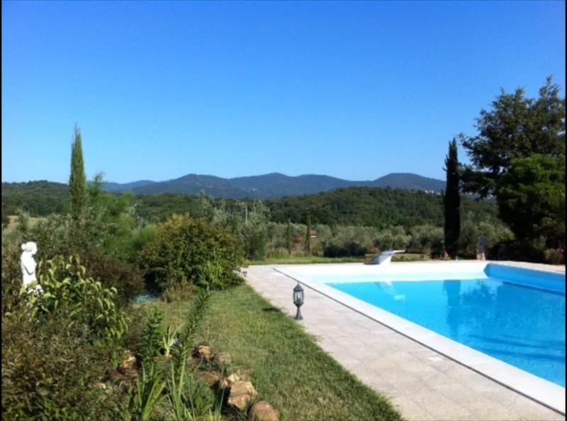 Welcome! Private pool with views of the rolling Tuscan hills and villages
