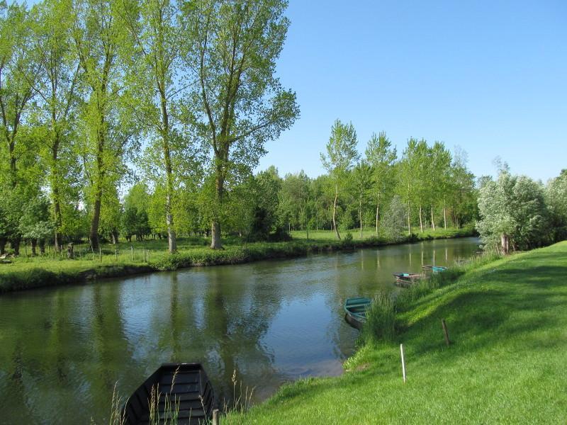 Die umliegenden Kanäle des Marais bieten schöne Kanutouren und Angelplätze