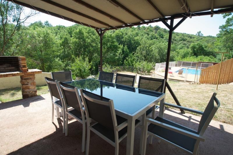 Mas Loriot,gîte Ruffes 7 personnes piscine sécurisée Le Bosc proche du Salagou, aluguéis de temporada em Le Puech