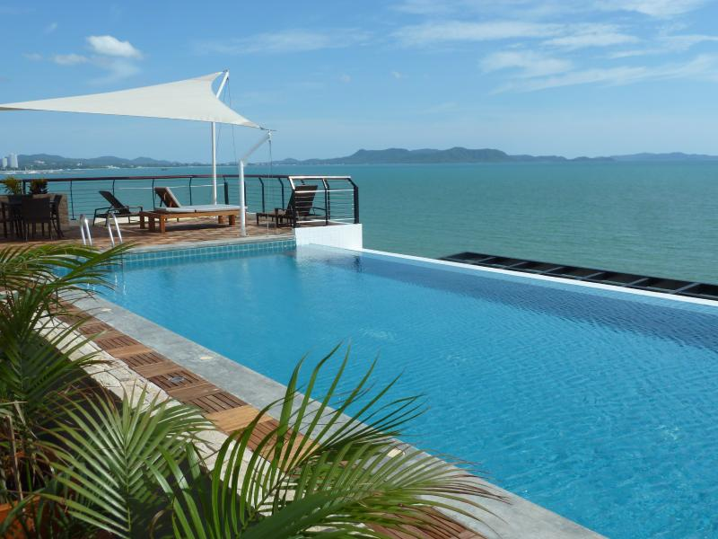 Roopftop Pool with View of the Bay