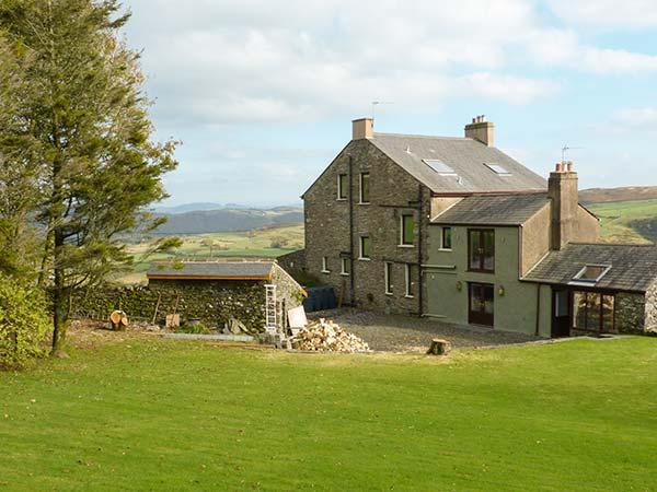 GROFFA CRAG FARM, excellent holiday accommodation with stunning views, spacious, holiday rental in Kirkby in Furness