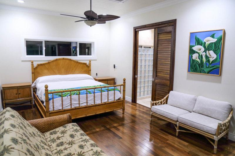 Master bedroom with private bathroom, A/C, ceiling fan, flat screen TV and lanai access.