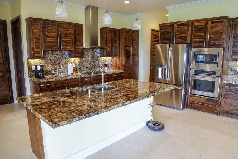 Cook up a storm in this modern kitchen!  Full kitchenware provided for your cooking pleasure.