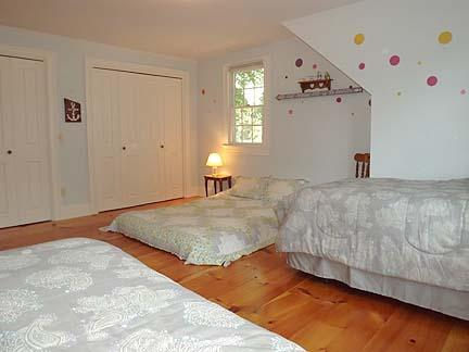 Another View of Twins / Full Bedroom