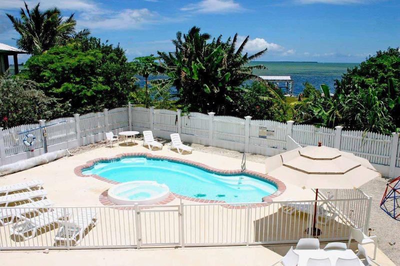 Peaceful and Ocean View Estate 15 minutes from Key West, holiday rental in Cudjoe Key