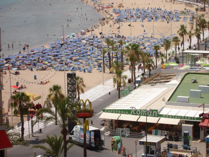 View from apartment to Levante beach and Promenade