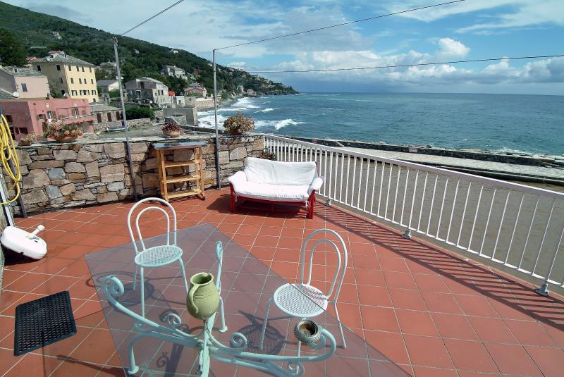 Paradiso: appartement with terrace on the port, vacation rental in Brando