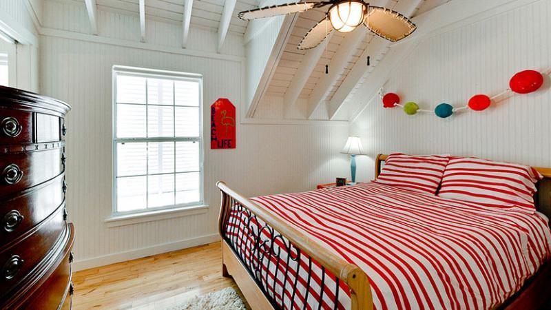 Bedroom 1/Master | Queen Bed