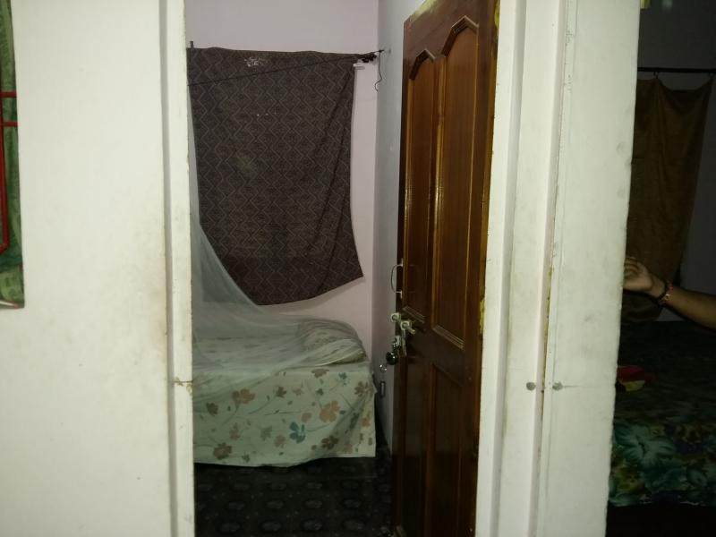 Het is onze Eenpersoonskame wtih gedeelde badkamer een nacht een persoon de prijs is 12 $