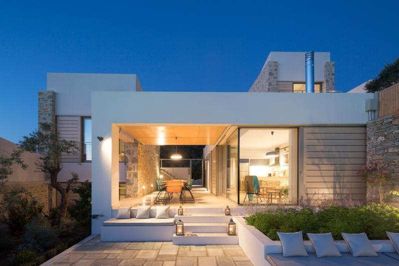 4 bedroom Atrium Villas with private swimming pools, location de vacances à Skiathos Town