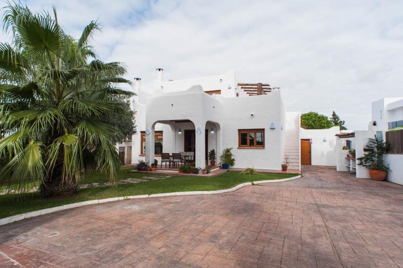 Villa Ibicenca Foinse, holiday rental in Conil de la Frontera