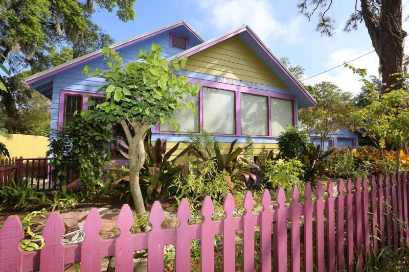 El Birdhouse Bungalow