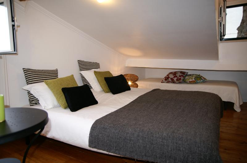 Upstairs bedroom with 3 single beds and bathroom. Overlooking the Tagus.