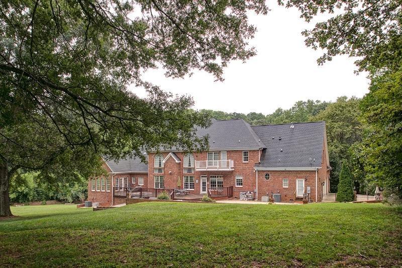 Luxury on the Lake - Perfect for Families & Corporate Groups, holiday rental in Kernersville