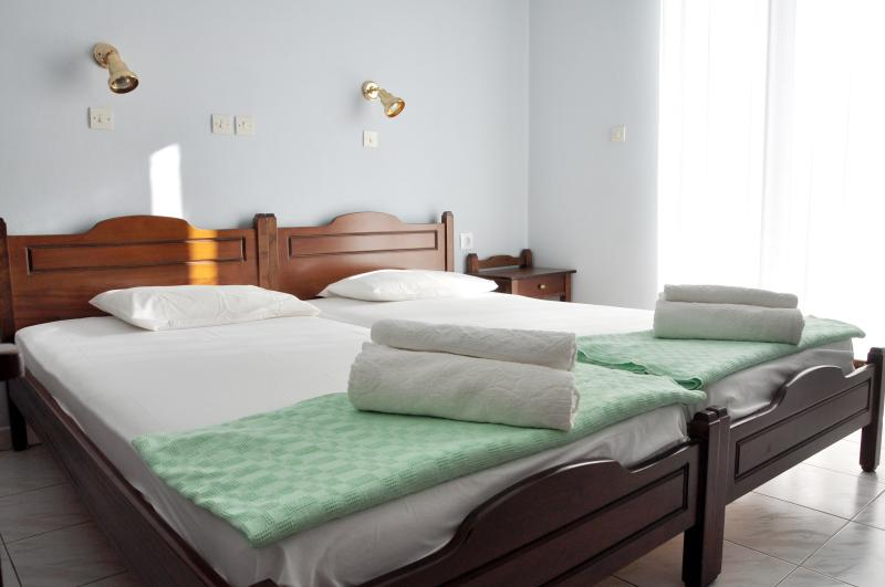 Nice and cozy modern rooms to rent-Room#1, holiday rental in Gialiskari