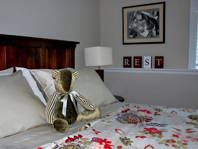 main level spacious 13.6 x 11 ft second bedroom overlooking garden w/ super comfortable bed/mattress