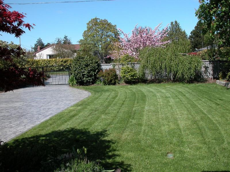 fully fenced and gated gardens