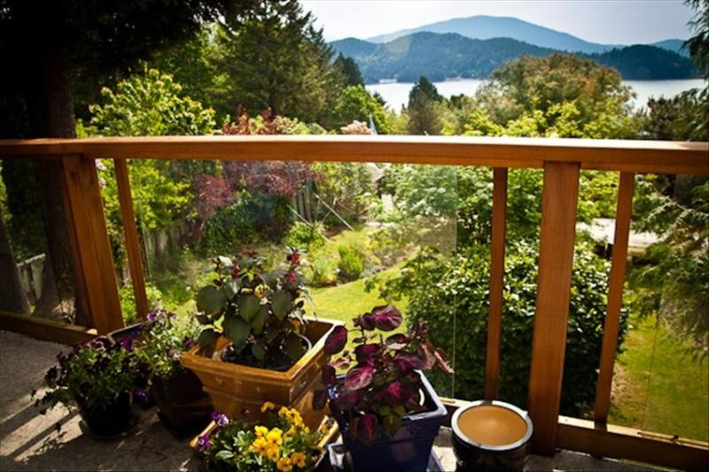 Water View in Historic Gibsons, British Columbia, holiday rental in Bowen Island
