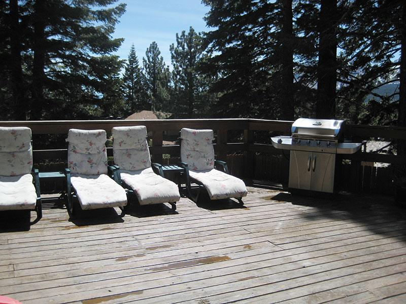 Hidden Valley Sundeck and BBQ Area