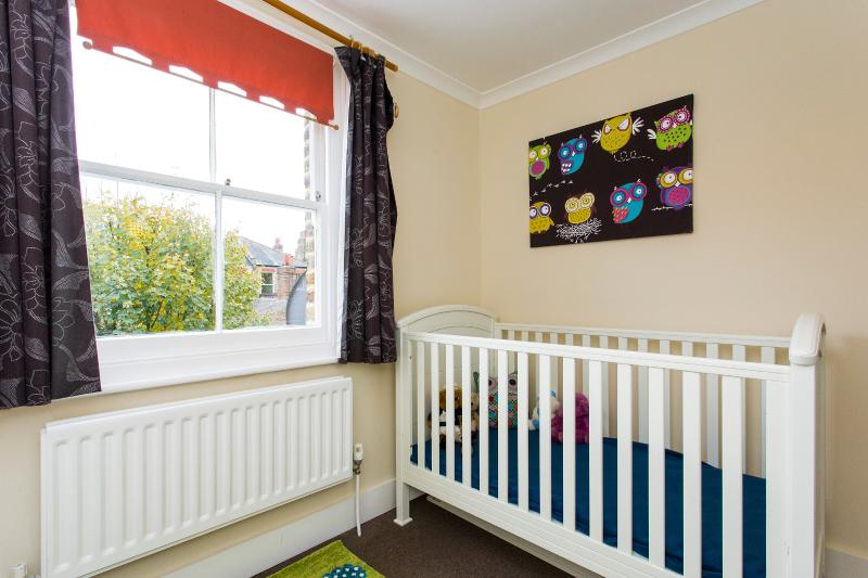 Charming 4BR Victorian Home in Sydenham, aluguéis de temporada em Beckenham