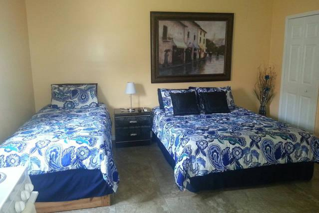 Comfy apartment close to Wiregrass Mall & Premium, holiday rental in Dade City