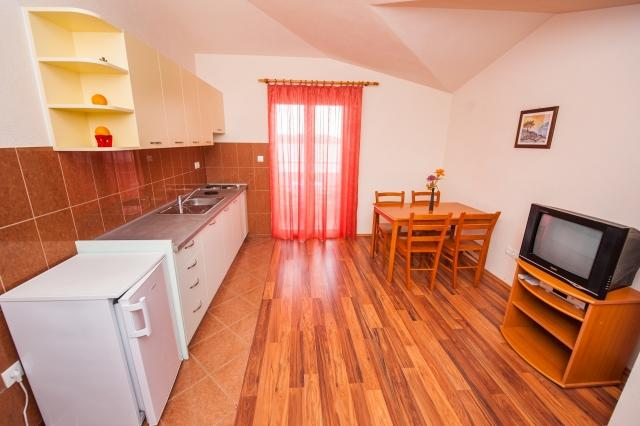 A7(2+2): kitchen and dining room