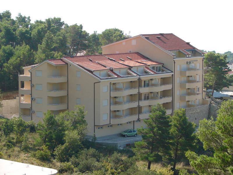 Suzi - beautiful view and cosy:  A2(2+2) - Baska Voda, vacation rental in Baska Voda