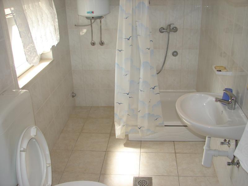 SA4 (2 + 1): baño con inodoro.