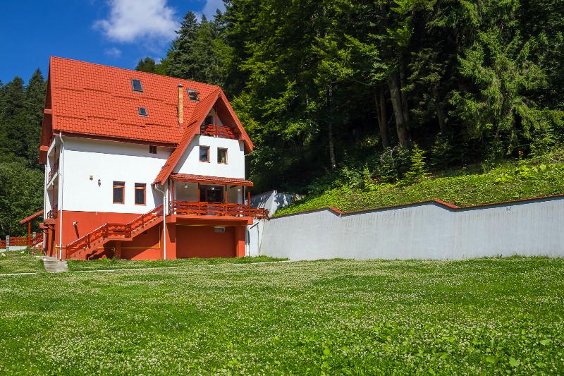 Modern villa next to the forest and the ski slopes, for groups of 10-24