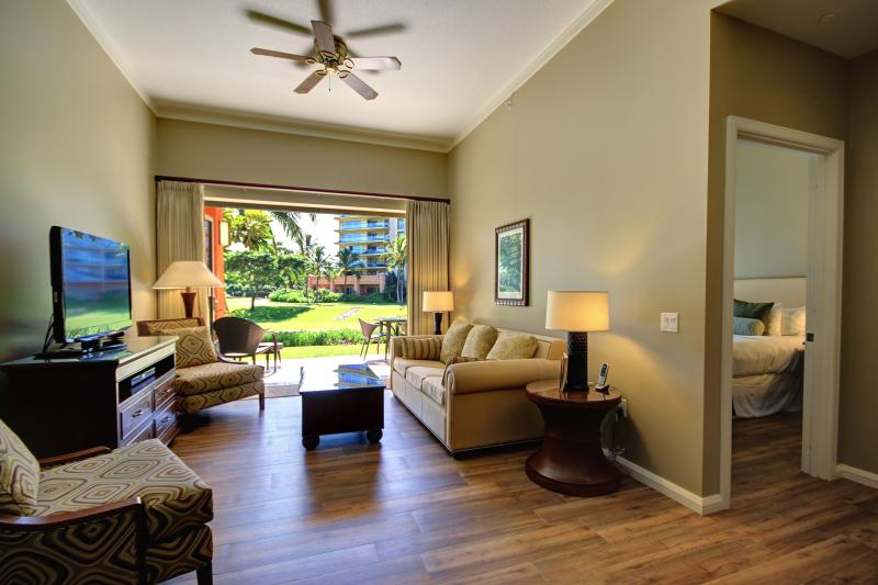 GoVisitMaui presents K106 at Honua Kai  - Ground Floor - Middle of Resort, location de vacances à Ka'anapali