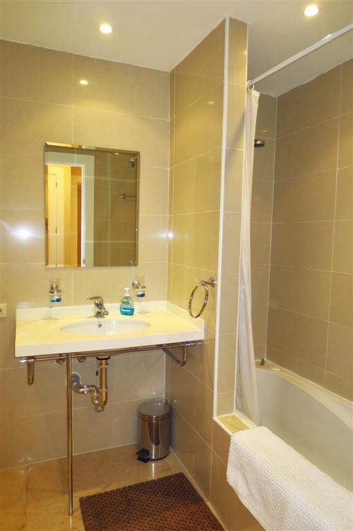 En suite bathroom with shower over