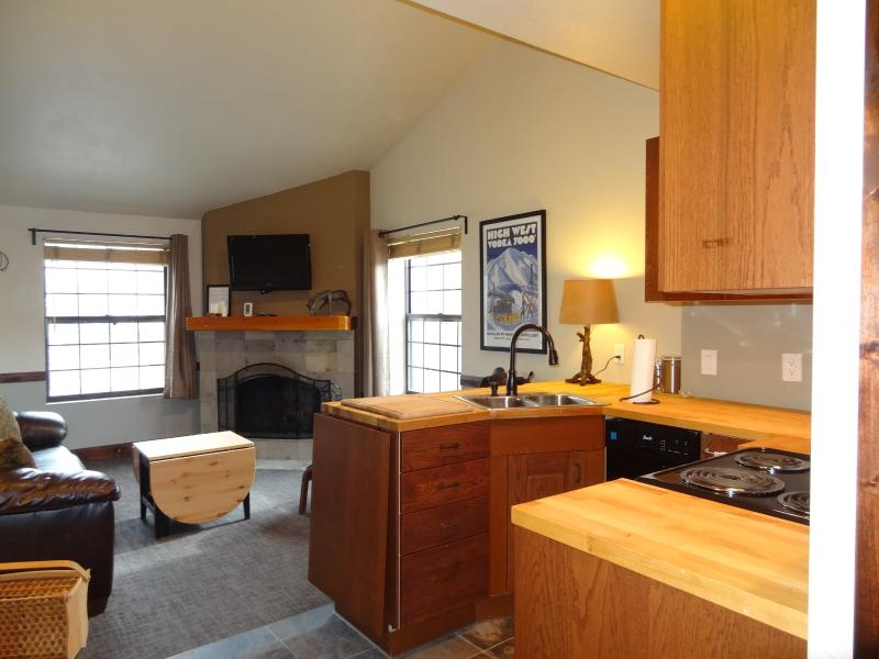 Remodeled Top-Floor View Condo, Excellent Location, vacation rental in Park City