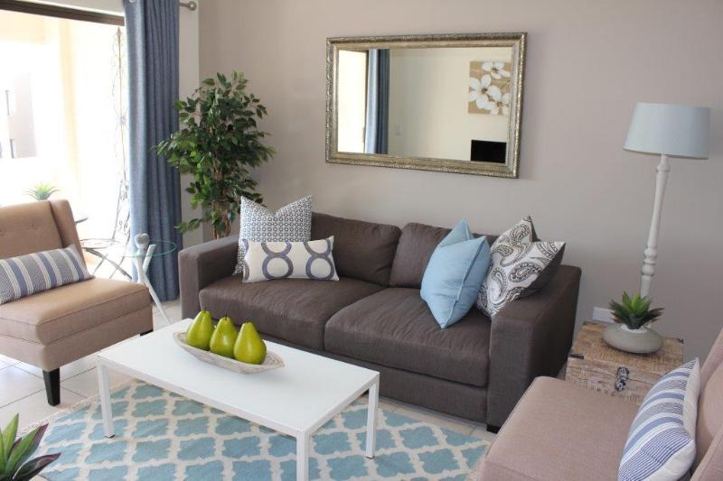 No 65 - Sandton apartment, holiday rental in Rivonia