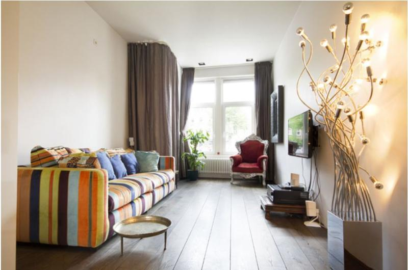 Designer apartment for up to 4 guests, near Vondelpark along a Canal in central 'Old South' quarter.
