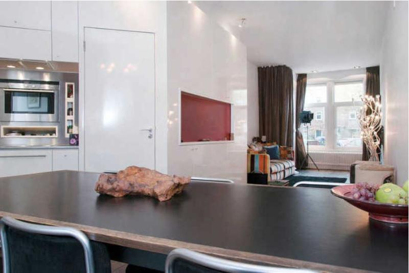 Designer Apartment with Canal view, private outdoor area  & luxury hot tub, vacation rental in Sloten
