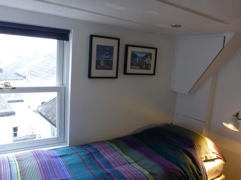 Twin bedroom 2.