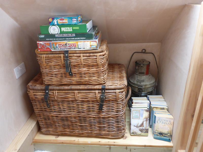Games, jigsaws, nauticalia, sailing books.