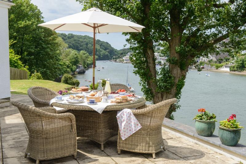 Noss Mayo Stunning 4 bed waterside cottage in South Devon close to Beaches, holiday rental in Holbeton